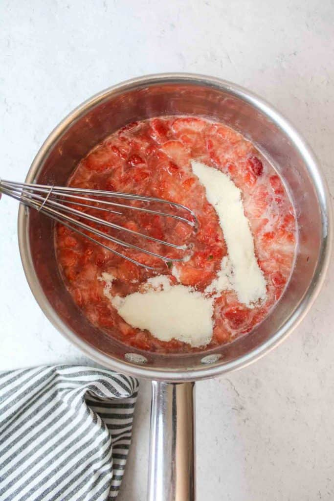 a collage showing how to make fresh strawberry pie